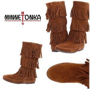 MINNETONKA Fringe suede boots size 8